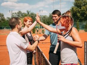 Tenniskurse für erwachsene Anfänger